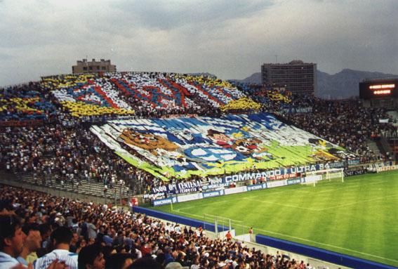 http://www.stades-spectateurs.com/images/france/marseille/stade-velodrome-marseille-26.jpg